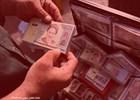 دوربین مخفی دانا از دلالان پول های نو/ پول ها را عوامل بانک برایمان می آورند!+فیلم