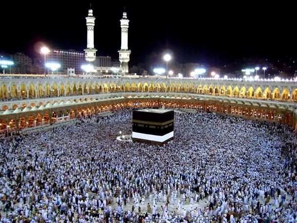 برخورد سیاسی عربستان با حج ناشی از نابلدی آلسعود است/ حضور ایران در حج پیام دینداری مردم ما را به دنیا مخابره میکند/ کارشکنی عربستان با دستور آمریکا و اسرائیل است