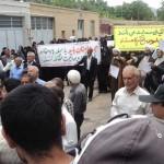 تجمع اعتراض آمیز نمازگزاران رابری  به دیدار فائزه هاشمی با رهبران بهایی