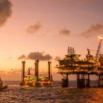 لزوم ورود جدی نهادهای امنیتی به قراردادهای جدید نفتی/ تمام قراردادهای نفتی باید تحت نظر مجلس صورت گیرد/ وزارت نفت جزئیات قراردادها را در اختیار مجلس قرار دهد