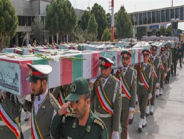 استقبال مردم کرمان از ۱۸ شهید گمنام/تصاویر