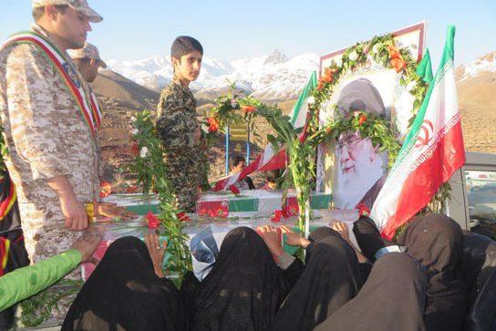 استقبال با شکوه مردم شهر هنزاء از ۲ شهید گمنام  /عطر ایثار و شهادت درشهرستان رابر پیچید
