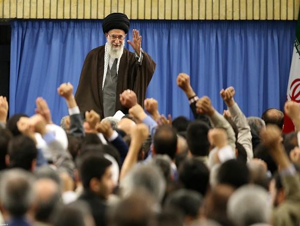 رهبر انقلاب خطاب به نامزدهای انتخابات: به مردم قول بدهید که برای بازکردن گره ها نگاهتان به بیرون از مرزها نباشد