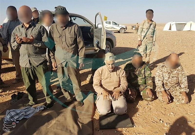 لشکر فاطمیون به مرز عراق و سوریه رسید؛ اقامه نماز شکر بههمراه «حاج قاسم» +تصاویر اختصاصی