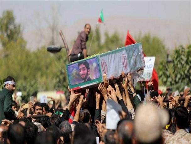 غوغای مردم نجفآباد در #بازگشت_قهرمان/سردار سلامی: محسن حججی فرزند همه ما شد/ خاکسپاری پیکر مطهرشهیدحججی +تصاویر