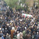 """پیکر """"شهید خوش لفظ"""" بر روی دستان مشتاقان شهادت در همدان تشییع شد"""
