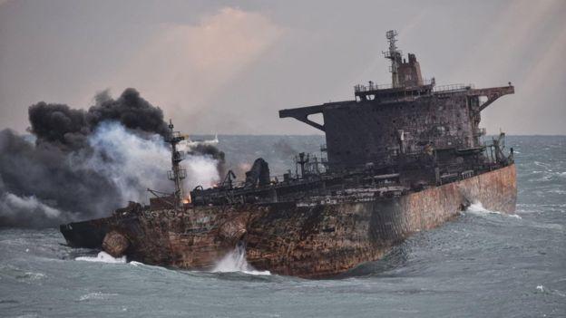 حادثه کشتی سانچی در هاله ای از ابهام/دولت ایران از ابتدا پیگیر حادثه کشتی نفتکش نبوده است/خانواده ها در انتظار بیان حقیقت هستند