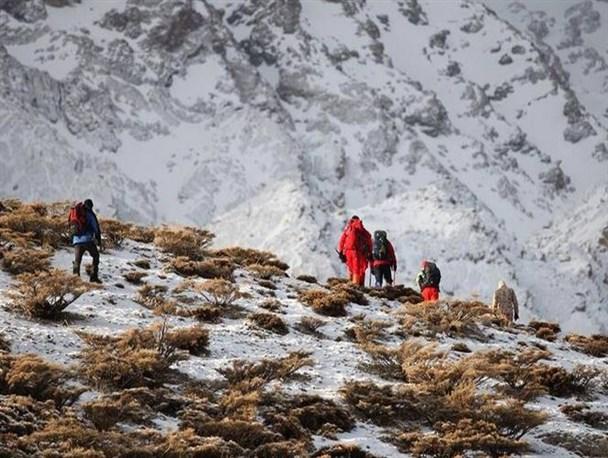 گروههای امدادی پیکر ۳۰ سرنشین را پیدا کردند/ شرایط جوی برای انتقال پیکرها مناسب نیست/ ایجاد کمپ استقرار در ارتفاعات+تصاویر