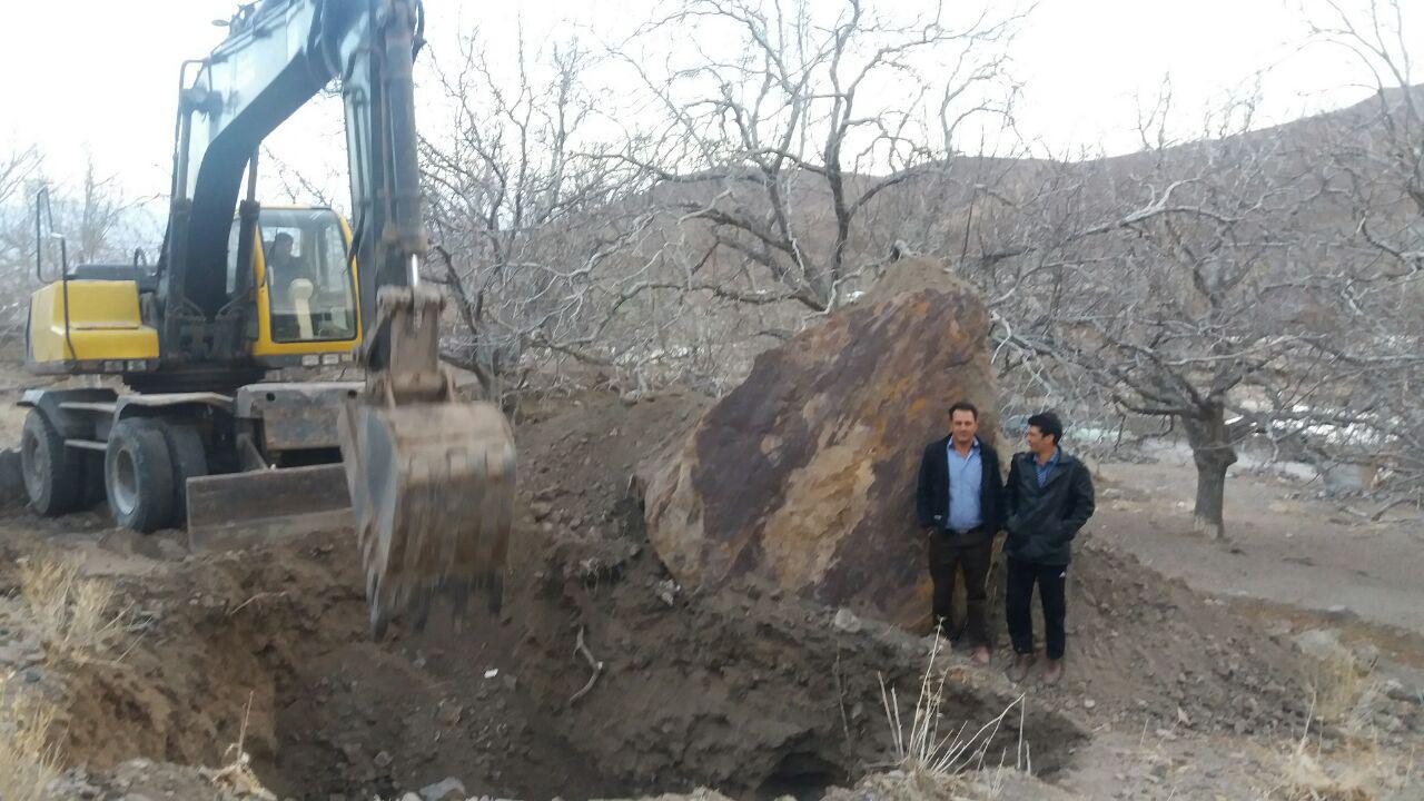 مهار ریزش سنگ هایی که جان مردم روستای ننوک را تهدید می کرد