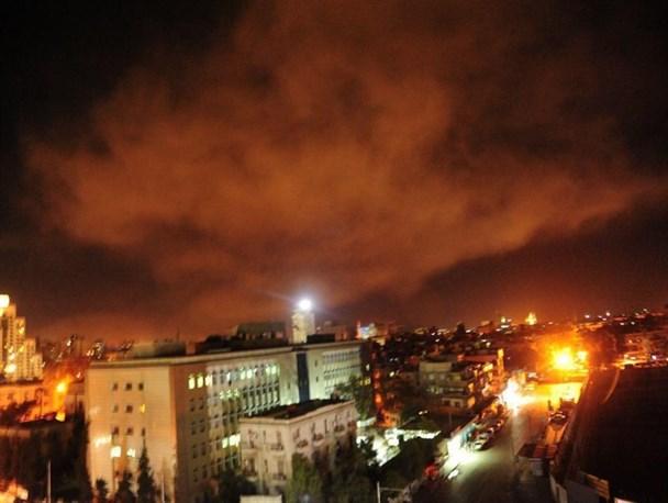 تجاوز هوایی و موشکی سه کشور غربی به سوریه/تلویزیون سوریه: ۱۳ موشک مهاجم ساقط شد/حمله به فرودگاه دمشق کذب است